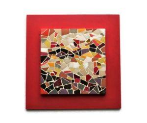 Tableau en mosaique rouge et beige
