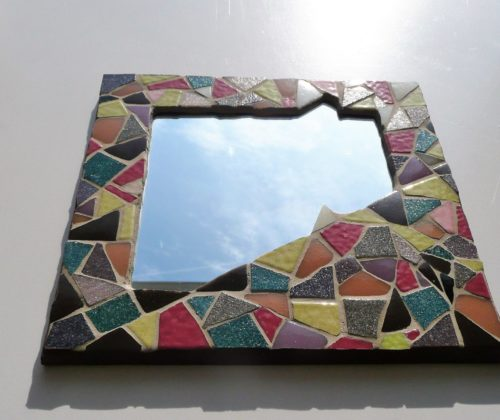 miroir carre en mosaique multicolore