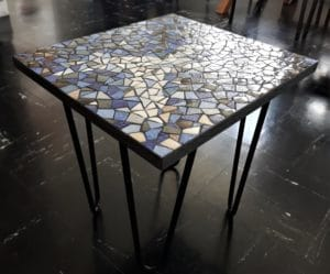 Table basse carrée bleue en mosaïque