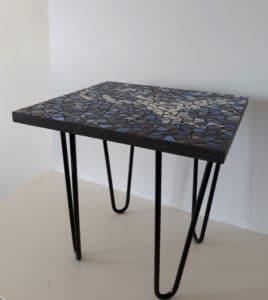 Table basse bleue en mosaïque