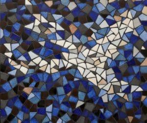 Plateau de table basse bleue en mosaïque
